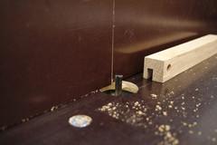 In eine Rahmenleiste wird mit der Tischfräse eine 6mm breite Nut gefräst